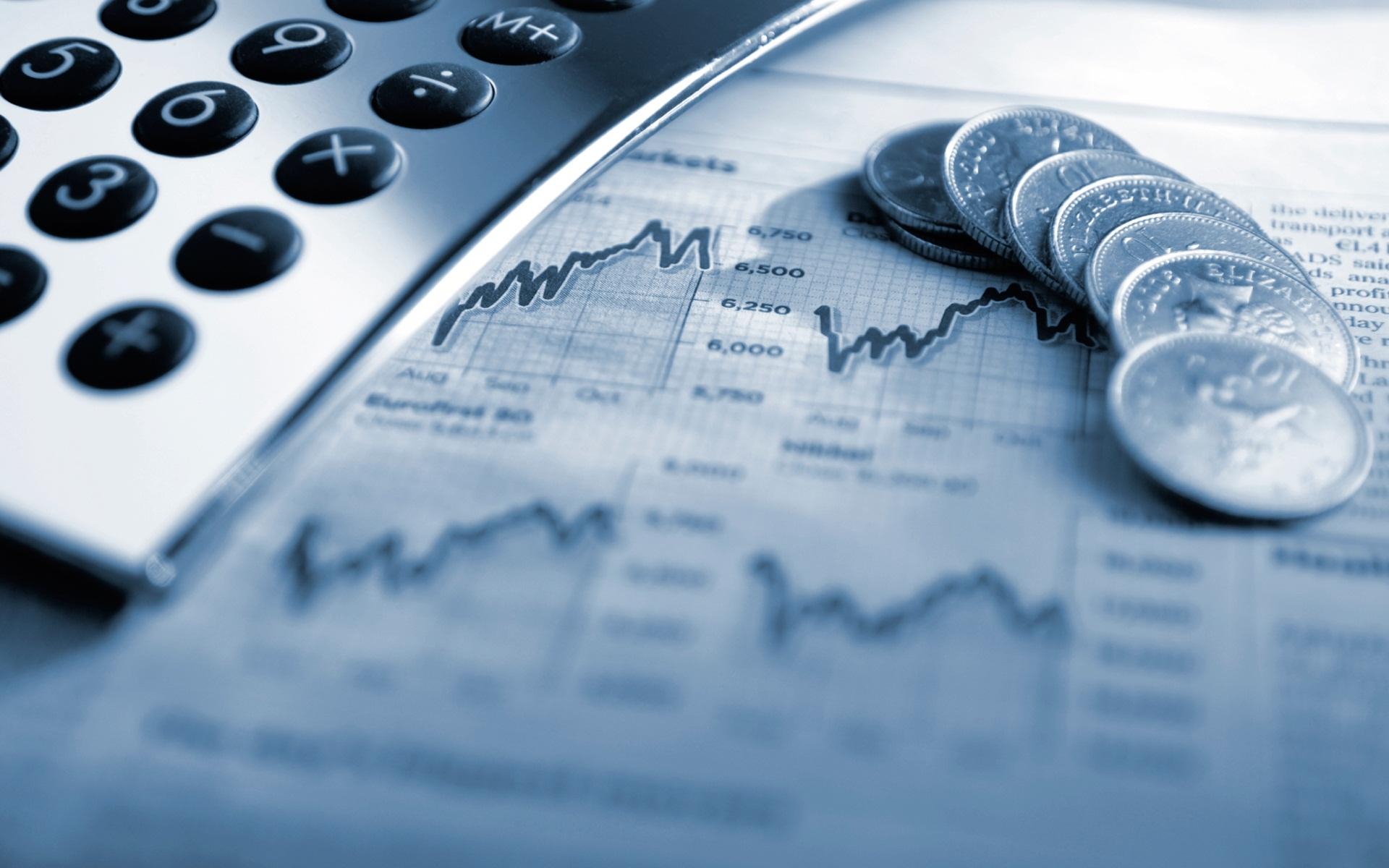Foto con gráficos y teléfono sobre la gestión del tiempo para negocios