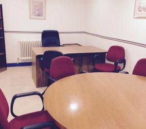 foto de mesa redonda para espacios para reuniones de consejos de administración en alquiler