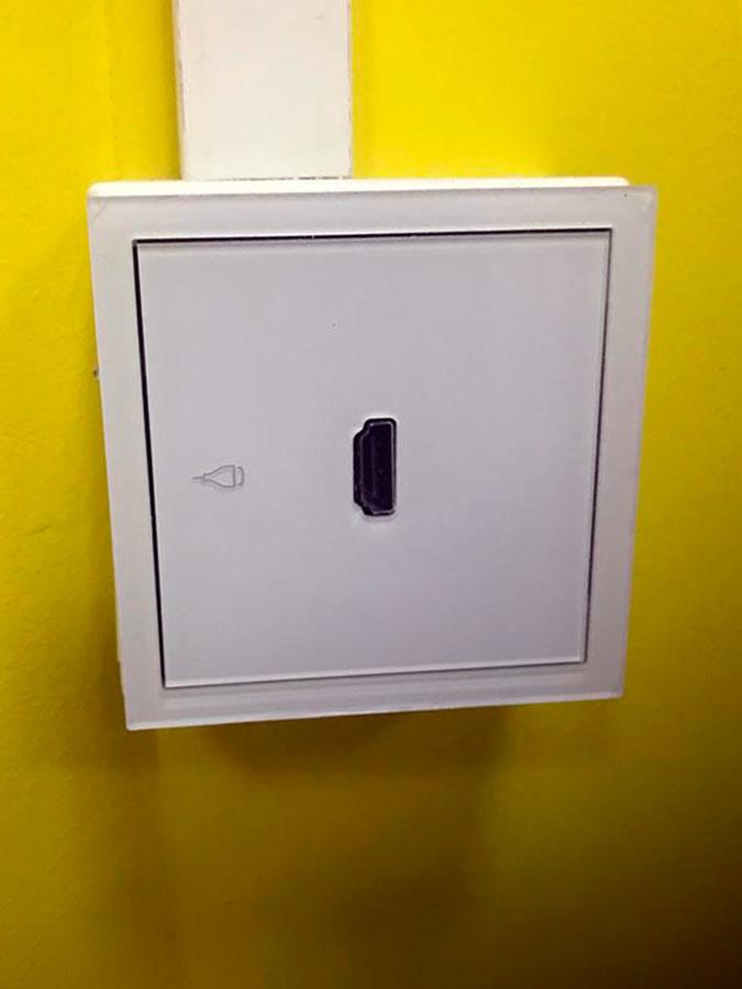 Conexión HDMI en las salas de reuniones en Collado Villalba, en el Centro de Negocios Madrid Norte